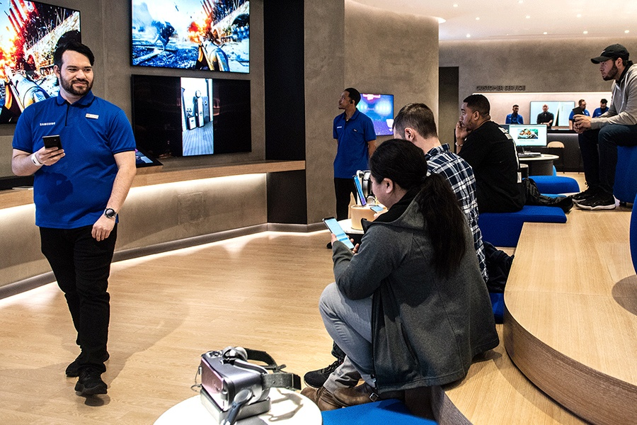 Explore the Samsung Experience Store