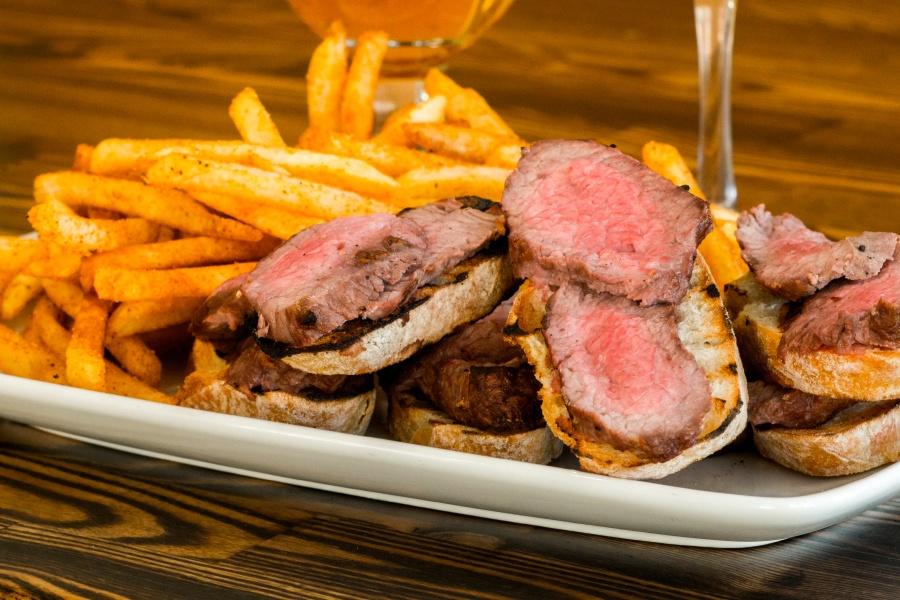 Beefsteak Sunday at Bacari GDL